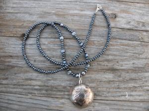 Koppar & silver, glaspärlor & sötvattenspärlor.